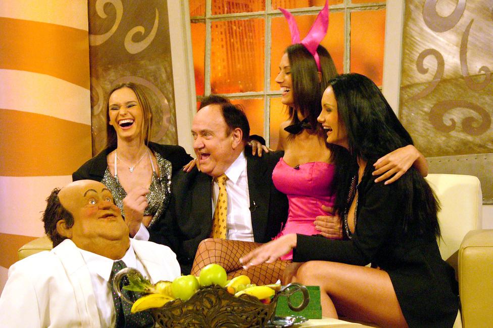 2004-ben Torgyán Hajdú Péternél playmante-ekkel és az Uborka című műsorból ismert Torgyán-maszkkal ünnepeltette magát.