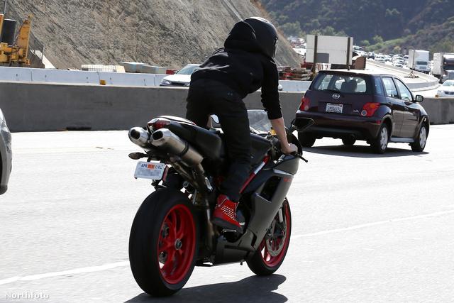 Bieber az autópályán