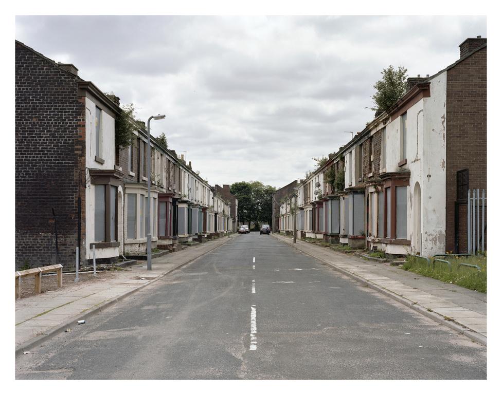 Rombolásra ítélt lakások, kilakoltatás után.                         Sokszor a kettő között hónapok, akár évek telnek el.