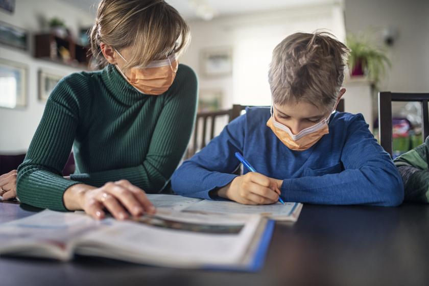 Mikor dönthet úgy a szülő, hogy a COVID miatt nem viszi iskolába a gyerekét? Utánajártunk a legfontosabb tudnivalóknak