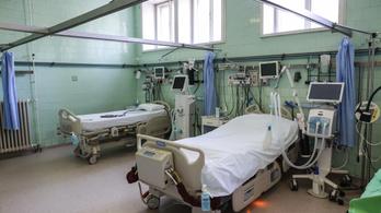 Emmi: van elég kórházi ágy és lélegeztetőgép