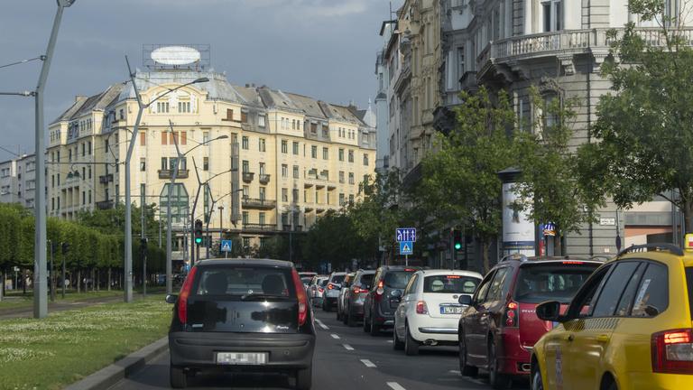 Újabb káoszt és sok száz milliós veszteséget hoz az ingyenes parkolás Budapesten