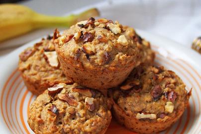 Szaftos zabpelyhes muffin banánnal, répával és mézzel - Napokig puha marad a tésztája