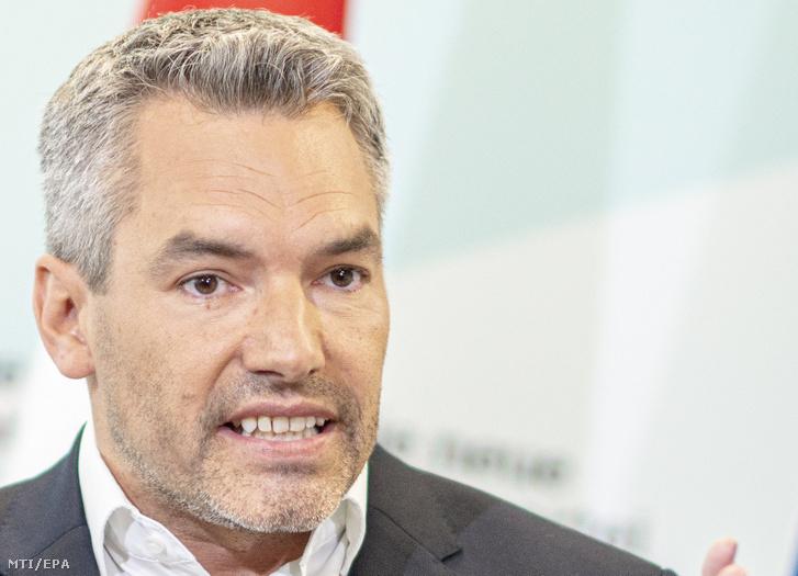 Nehammer belügyminiszter egy tavalyi sajtótájékoztatón.