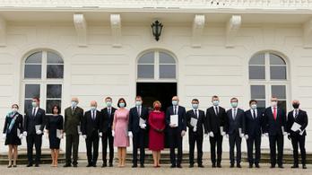 Bűnszövetkezetnek minősítette a kommunista pártot a szlovák parlament