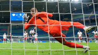 Gulácsi büntetőt védett, a Leipzig legyőzte a PSG-t