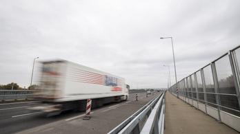 Óriási baleset a 4-es főúton, felújítások az M0-s Duna-hídon