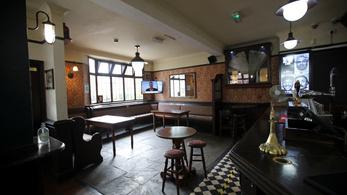 Bezártak a pubok, de interneten várják a rendeléseket