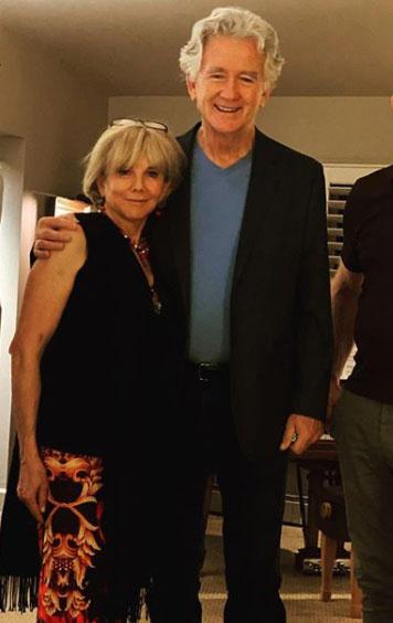 Patrick Duffy kivirult színésznő kedvese mellett.