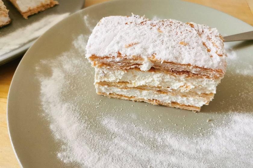 Látványos vaníliás krémes macera nélkül: a mutatós desszert leveles tésztából készül