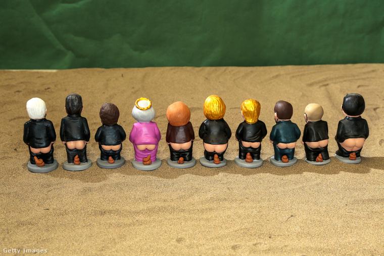 A népszerű hagyomány szerint a betlehem felállítása után a gyerekeknek kell megkeresni a sok figura közül azt, amelyik éppen kakil