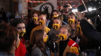 SZFE: nem kapták meg a hallgatók az az ösztöndíjat és a szociális támogatásokat