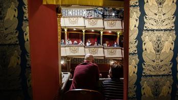 Az Emmi szerint a színházak felkészültek a további működésre, de az egyik már be is zárt