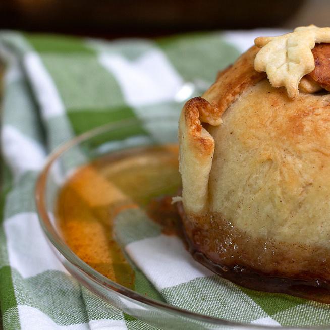 Omlós tésztába csomagolt fűszeres alma - Látványos finomság egyszerűen