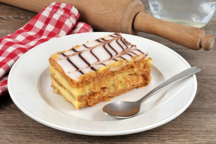 Légiesen könnyű, vaníliakrémes mille-feuille: a ropogós tésztájú, ezerlevelű süti