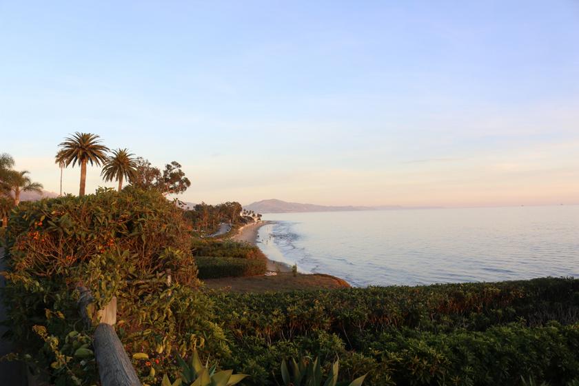 A festői szépségű táj lenyűgöző: nem véletlenül olyan népszerű a sztárok körében. Zöld, hangulatos és óceánközeli.