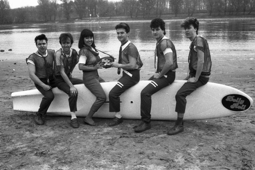 A Dolly Roll együttes 1984-ben: Novai Gábor, Kékes Zoltán, Dolly, Fekete Gyula, Zsoldos Gábor és Flipper Öcsi