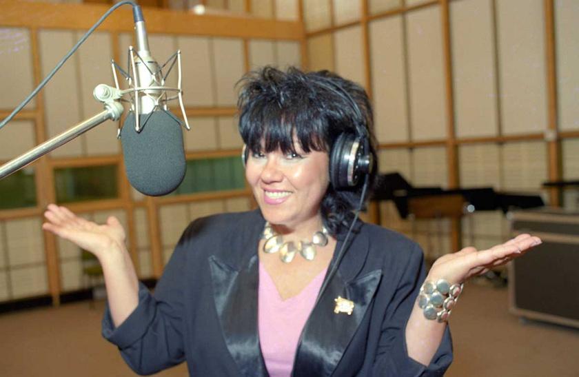Dolly 1994 júniusában a Magyar Rádió 8-as stúdiójában, a Dolly Roll együttes új dalainak felvételén.
