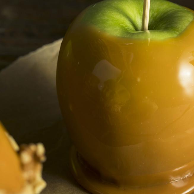 Így készül a karamellizált alma, az amerikaiak kedvenc őszi csemegéje