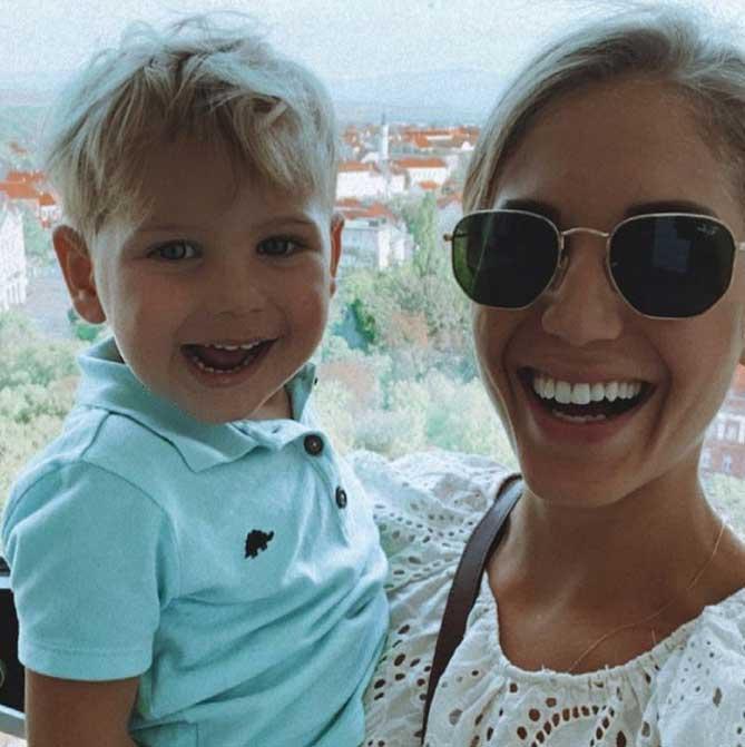 """Erre az októberben posztolt fotóra Szabó Zsófi azt írta: """"azt hittem hirtelen, hogy az én fiam"""", mire Nyári Dia azt válaszolta: """"simán lehetne""""."""