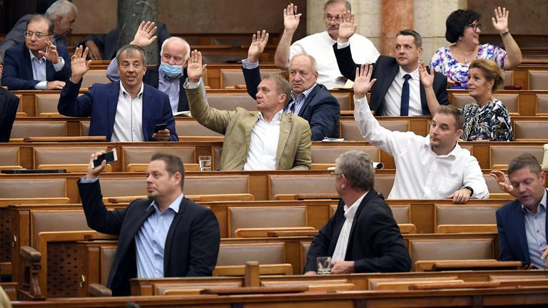 Megszavazzák az ellenzéki pártok a rendkívüli jogrend meghosszabbítását