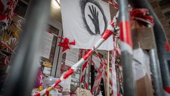 SZFE-ügy: felfüggesztették a tanítást az egyetemen, bezárják az épületeket