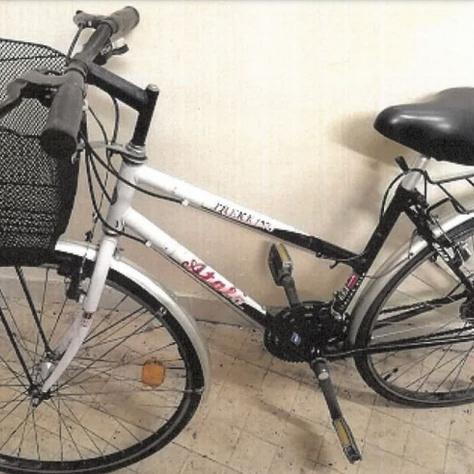 A lefoglalt Atala Trekking Italian Bike típusú, fekete-fehér színű, női kerékpár