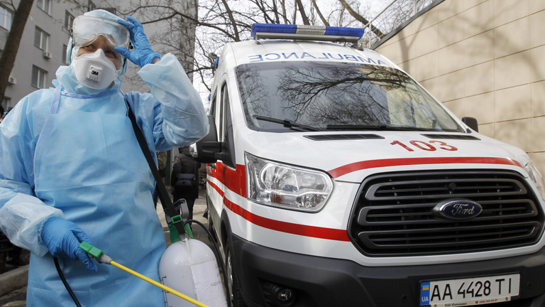Ukrajna: még mindig 9 ezer fölött a napi új fertőzöttek száma