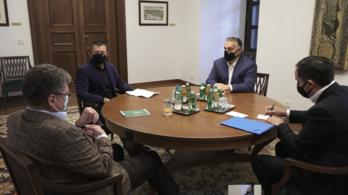 Orbán Viktor gazdaságvédelmi javaslatokat vár a kamarától