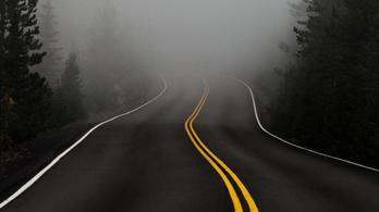 Köd és baleset nehezíti a közlekedést