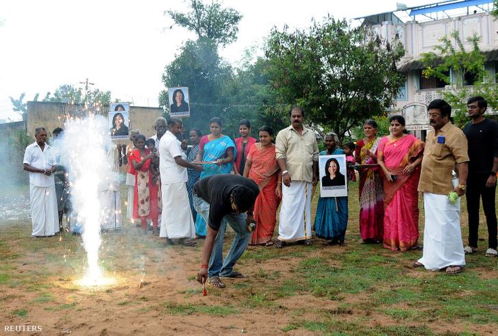 Kamala Harris győzelmét ünneplik az indiai Thulasendrapuramban 2020. november 8-án