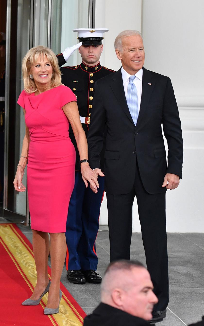Jill Biden 2017 januárjában pink ruhát húzott Donald Trump beiktatására.