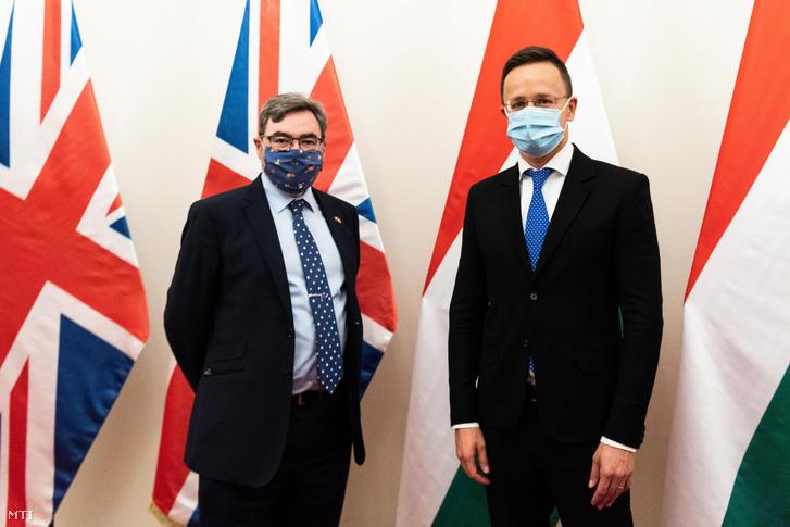 Szijjártó Péter külgazdasági és külügyminiszter fogadja Paul Fox brit nagykövetet a minisztériumban Budapesten 2020. október 26-án