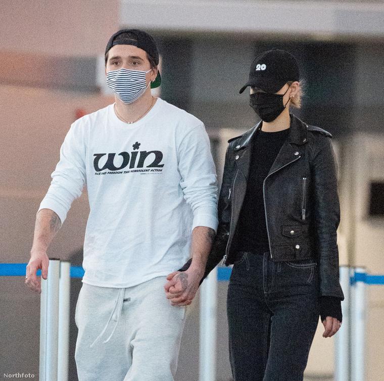 Talán egy hasonlóan elcséplődésveszélyes trend van csak a fekete-fehéren kívül, amiről öltözködéskor elfeledkeztek Beckham-Peltzék: hát hol marad a félvállra vett övtáska?
