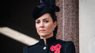 Kate Middleton huszárnak öltözött, Lady Dianáról eddig nem látott fotó került elő