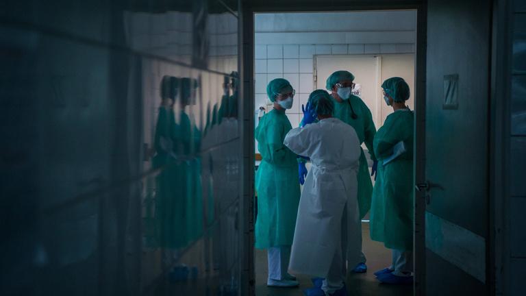 Az egészségügyben örülnek a szigorításoknak, de a felmondások réme maradt