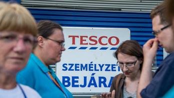 A járványhelyzetre tekintettel decemberre bónuszt fizet dolgozóinak a Tesco
