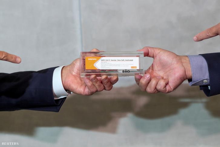 Az egyik potenciális kínai Sinovac koronavírus vakcina bemutatása Sao Pauloban 2020. november 9-én