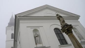 Nyitva maradnak a katolikus templomok, a reformátusok nem tartanak istentiszteletet