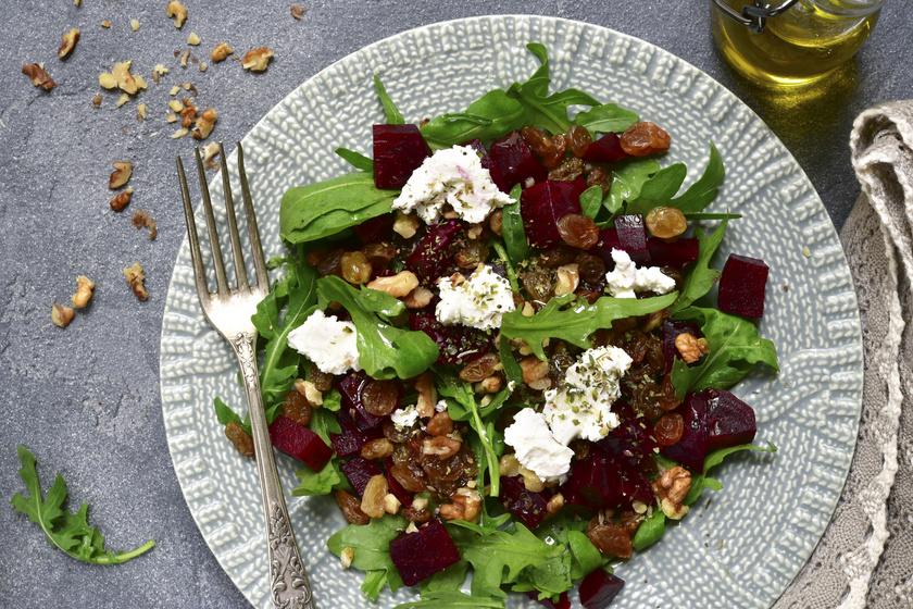 Vitaminokban gazdag, immunerősítő céklasaláta: diótól és mazsolától lesz különleges