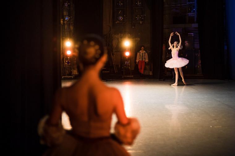 Lássuk, milyen mozdulatokkal próbálják a balettművészek elbűvölni a zsűrit