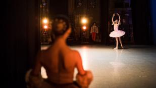 Így néz ki egy orosz balettverseny a kulisszák mögött