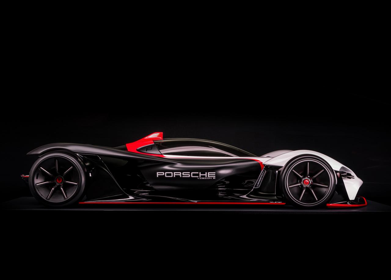 A Formula E a nagyteljesítményű elektromos versenyautók megmérettetéséről szól, 2014 óta. A Porsche ugyan csak 2019-ben szállt be 99X Electric nevű autójával a sorozatba, de nem sokkal később már újra is gondolták, egy, a civilek számára is elérhető versenygép változatában.