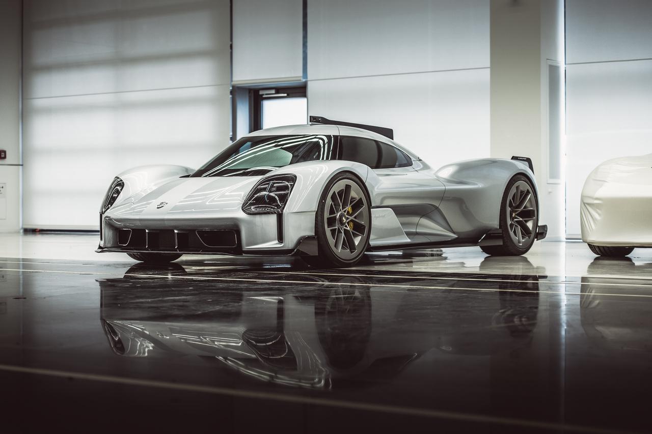 Az eredeti 919 Hybrid a Le Mans-i 24 órás futamokon többször is győzelmet aratott, 2015, 2016 és 2017-ben első helyen végzett. Ezt 2018-ban egy rekordnak számító, 5:19,55-ös nürbugringi körrel koronázta meg.