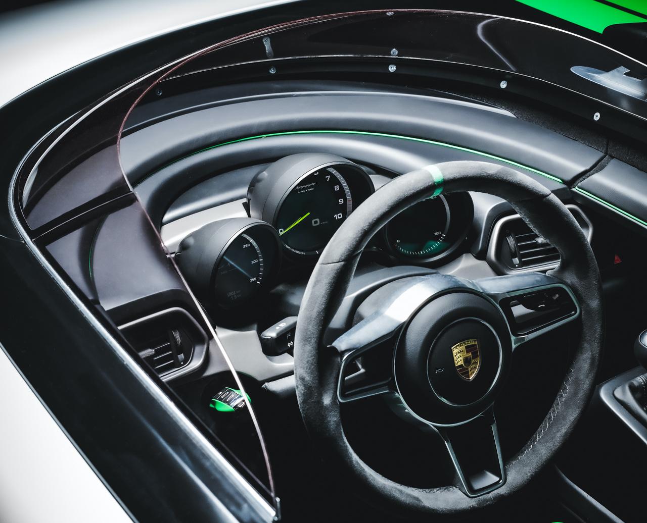 Ma már a Porsche múzeumában pihen, elődjével együtt.