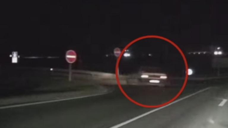 Újabb vérfagyasztó videó egy forgalommal szemben haladó autóról