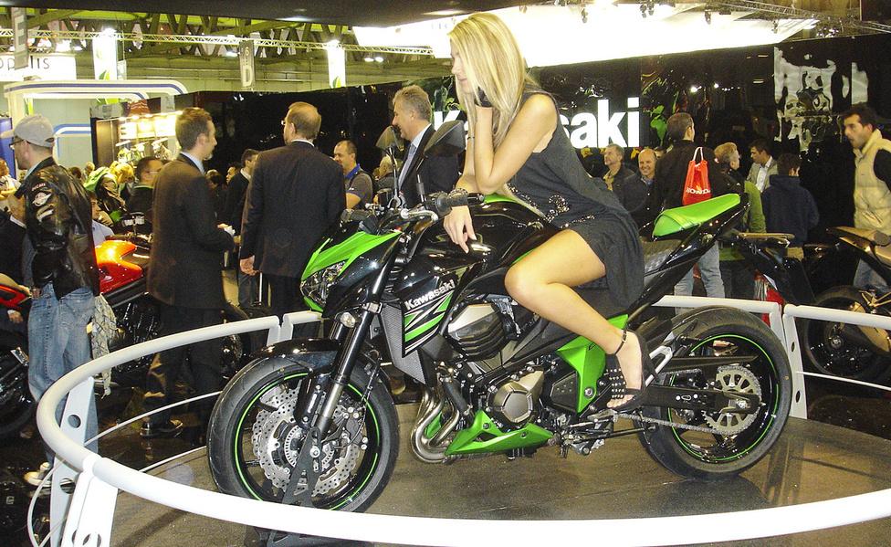 800-as Kawasaki, 20-as csaj. Nem rossz párosítás
