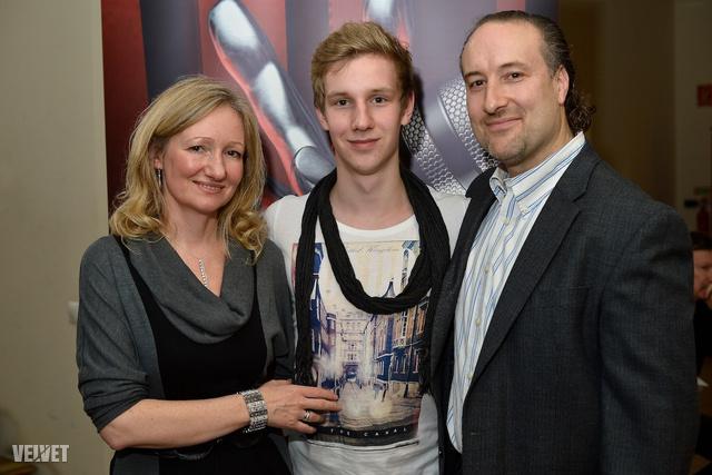 Henderson Dávid és szülei