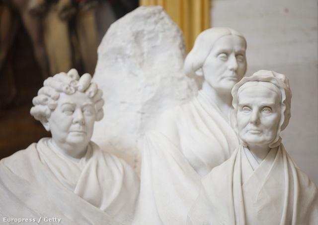 Lucretia Mott, Elizabeth Cady Stanton and Susan B. Anthony szobra a washingtoni Capitolium látogatóközpontjában