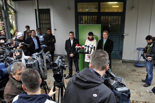 Jávor Benedek lemondott frakcióvezető, Csiba Katalin és Heltai László szóvivők az LMP kongresszusának második napján